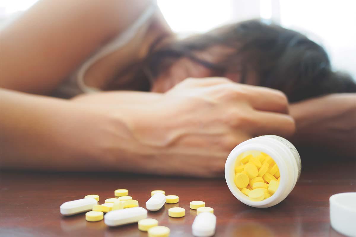 هل يمكن علاج الادمان فى المنزل؟ 3 أعراض احذر منها